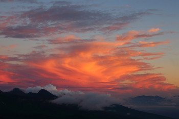台風前の夕暮れ(8月21日撮影) Photo by Kenji Shimadate