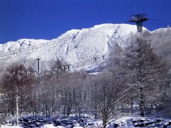 ピラタスロープウェイ駐車場から見た北横岳