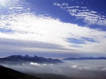 北横岳山頂から見た八ヶ岳と南アルプス北部の山並み