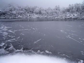 七ッ池も結氷