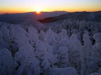 奥秩父の山並みから昇る朝陽 1月6日撮影