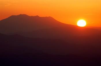 御岳に沈む夕陽