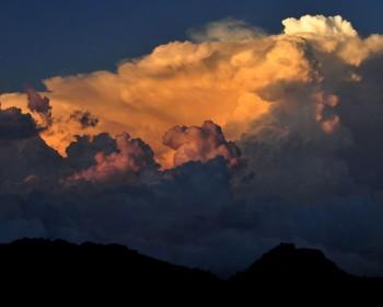 染まる積乱雲