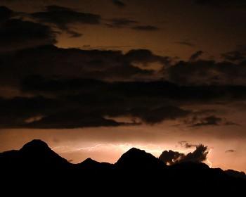 稲光と八ヶ岳