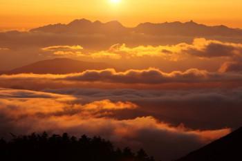 夕陽に輝く雲海