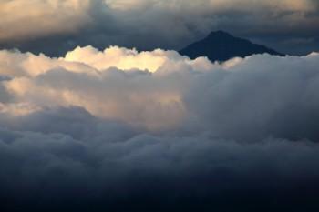 雲間の甲斐駒ヶ岳