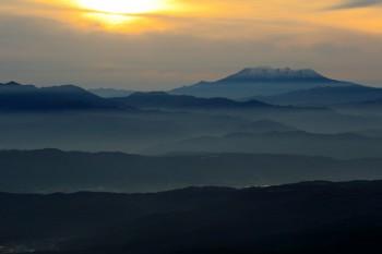 御岳へ続く山並み