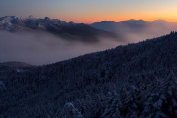 薄暮の八ヶ岳と南アルプス