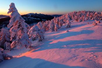 南峰と北峰間の朝焼け