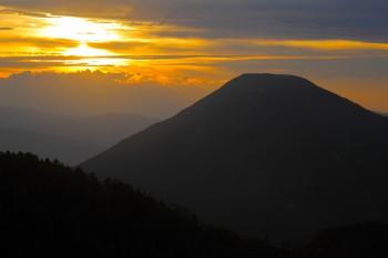 夕暮れと蓼科山