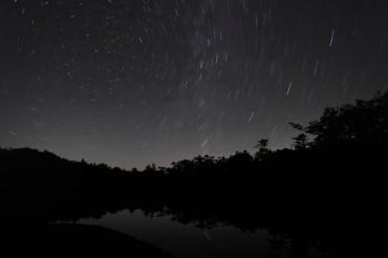 星夜の七ツ池畔