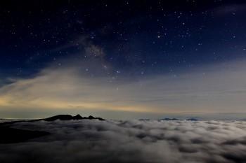 月夜の雲海 Photo by Kenji Shimadate
