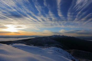 大雪の翌朝(10月18日撮影)沈む落ち葉と霧氷(10月18日撮影) Photo by Kenji Shimadate