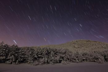 七ツ池の星夜(12月14日明け方撮影) Photo by Kenji Shimadate