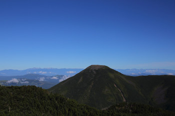 台風一過の快晴(蓼科山と北ア、7月30日撮影) Photo by Kenji Shimadate