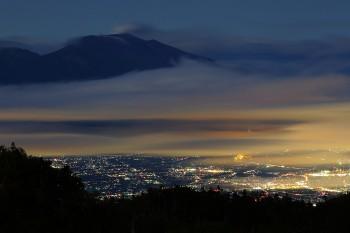夜の浅間山 Photo by Kenji Shimadate
