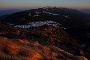 夕暮れの山頂にて(3月12日撮影) Photo by Kenji Shimadate