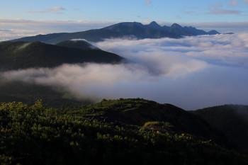 雲表の八ヶ岳(8月3日撮影) Photo by Kenji Shimadate