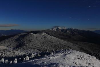 月夜の八ヶ岳(12月11日撮影) Photo by Kenji Shimadate