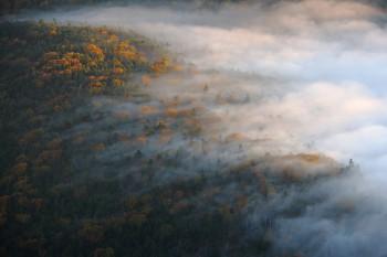 秋を隠しゆく雲 Photo by Kenji Shimadate
