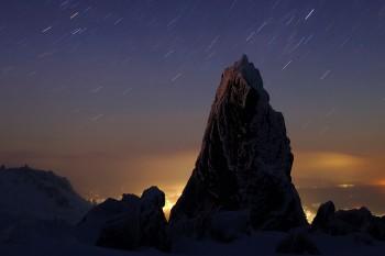 月の沈む頃(三ッ岳・2月1日撮影) Photo by Kenji Shimadate