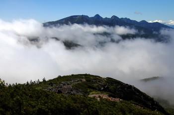 雲表の八ヶ岳 Photo by Kenji Shimadate