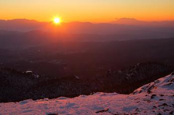 山頂からの夕陽 Photo by Kenji Shimadate