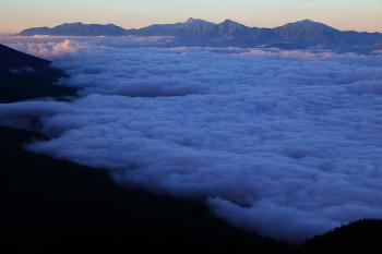 雲海と南アルプス(北横岳南峰より) Photo by Kenji Shimadate