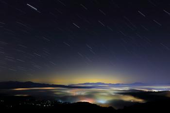 雲海と星夜(5月19日撮影) Photo by Kenji Shimadate