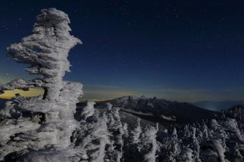 月夜の樹氷(3月15日撮影) Photo by Kenji Shimadate