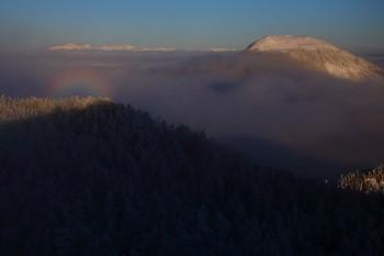雲間の山々とブロッケン(2月12日撮影) Photo by Kenji Shimadate