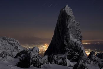 月夜の岩氷(2月19日撮影) Photo by Kenji Shimadate