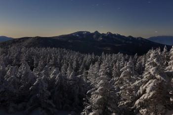 月夜の樹氷と八ヶ岳(1月24日撮影) Photo by Kenji Shimadate