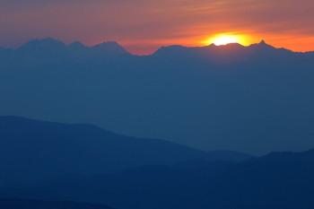 17日の夕陽(300mmレンズ使用) Photo by Kenji Shimadate