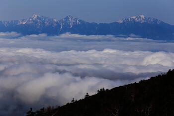 雲海と南アルプス(5月24日撮影) Photo by Kenji Shimadate