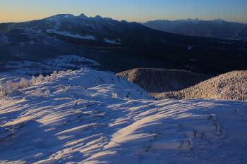 南峰から望む八ヶ岳と南ア(2月8日撮影) Photo by Kenji Shimadate