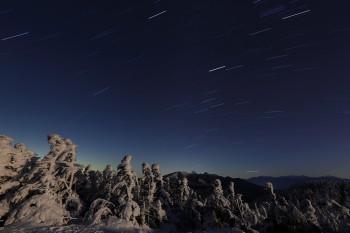 月影の星夜(12月20日撮影) Photo by Kenji Shimadate